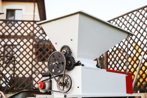 Broyeur à raisins automatique en métal pour presser les raisins pour faire du vin