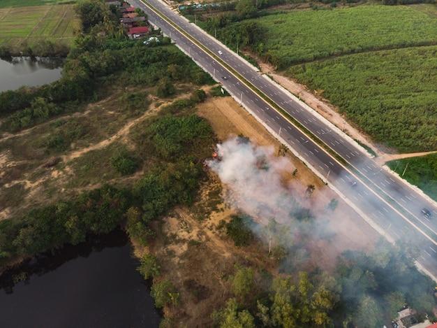 Brûlure de déchets avec pollution par la fumée