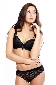 Brune sexy en lingerie