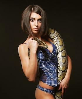 Brunette sexy tenant python