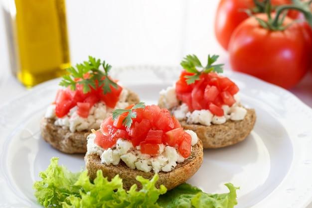 Bruschetta à la tomate et au fromage féta