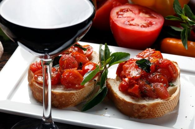 Bruschetta et vin rouge