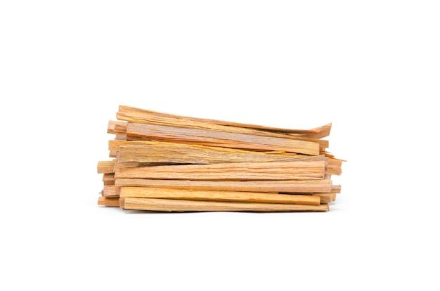 Les bûches de bois de feu isolé sur blanc