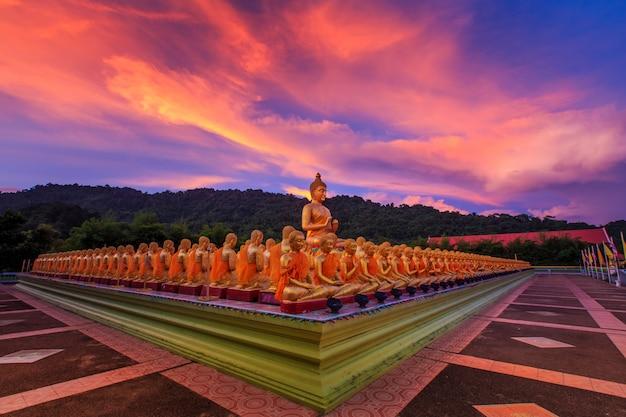 Buddha memorial park, nakornnayok, thaïlande.