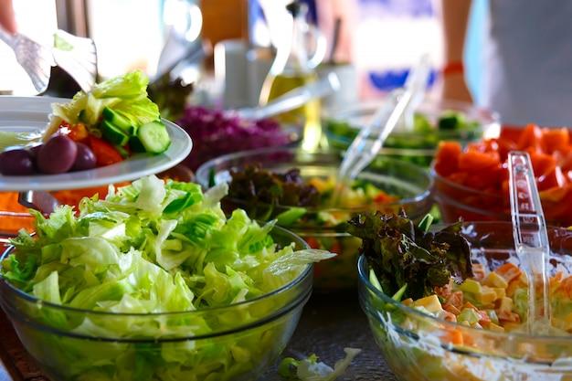 Buffet de salades.