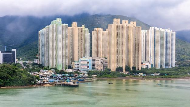 Buiding et rivière dans la chine de hong kong