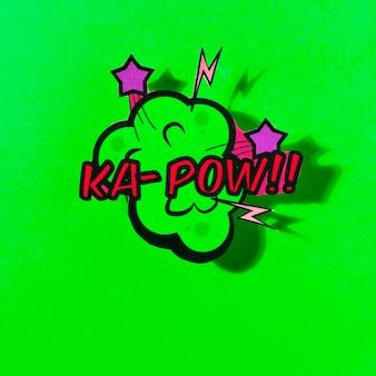 Bulle de dialogue comique de vecteur avec phrase pow sur fond vert