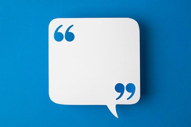 Bulle de dialogue sur fond bleu