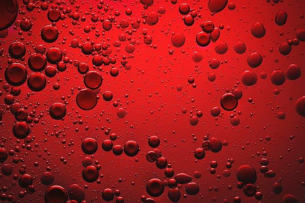 Bulle d'huile de fond rouge dans l'eau
