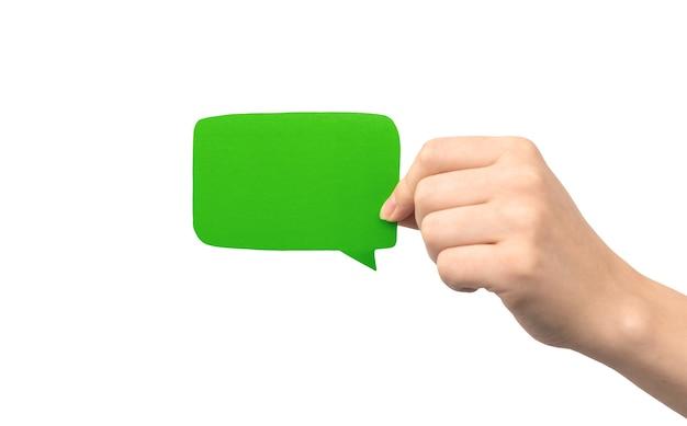 Bulle verte à la main isolée sur fond blanc. donner des commentaires, concept de communication. photo de maquette de zone de texte en carton vide