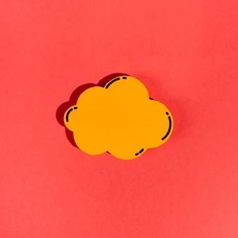 Une bulle vide orange sur fond rouge