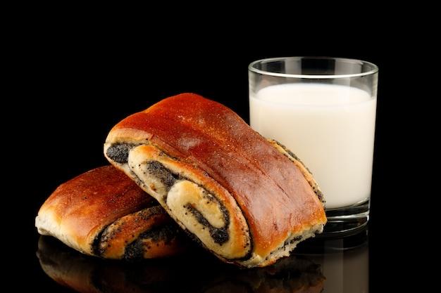 Bun aux graines de pavot et muffins au lait