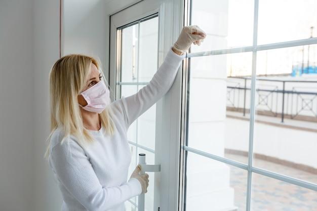 Le bureau d'affaires ou le magasin est fermé en raison de l'effet de la nouvelle pandémie de coronavirus (covid-19).