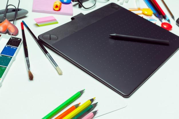 Bureau d'artiste concept. tablette graphique