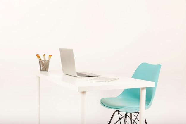 Bureau de bureau moderne