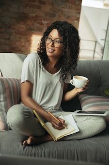 Bureau à distance, travail à domicile, concept indépendant