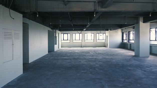 Bureau en faillite. lieu de travail sans bureau et sans personnes. le bureau d'affaires est fermé. entreprise en faillite