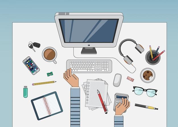 Bureau avec ordinateur et autres accessoires vectoriels