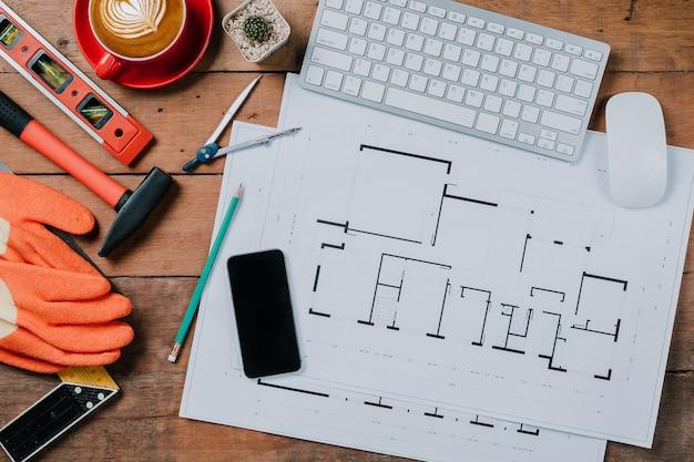 Bureau avec ordinateur, tasse de café et équipement d'ingénieur
