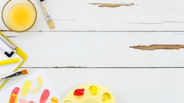 Bureau avec peinture