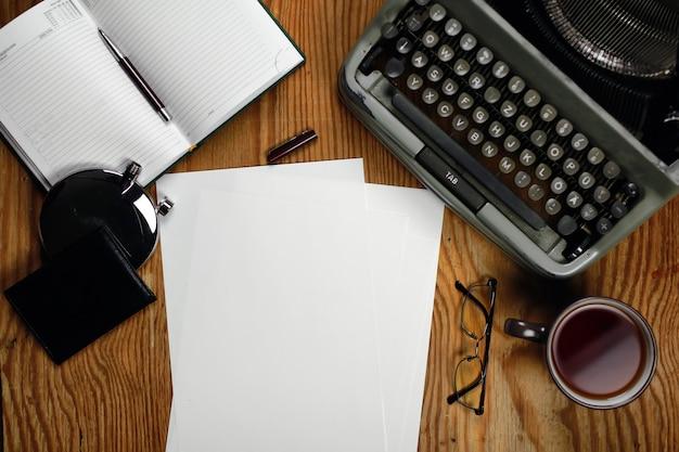 Bureau rétro de machine à écrire