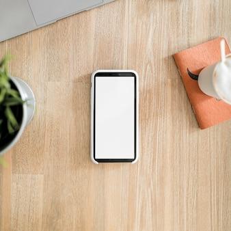 Bureau avec téléphone portable