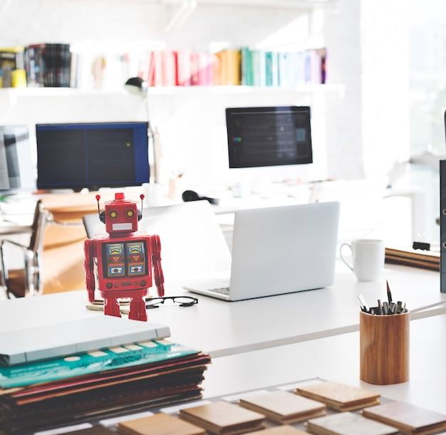 Bureau de travail avec ordinateur