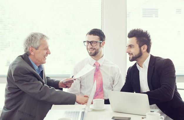 Bureau de travail pour hommes d'affaires et cadres