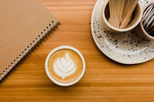 Bureau vue de dessus avec tasse de café