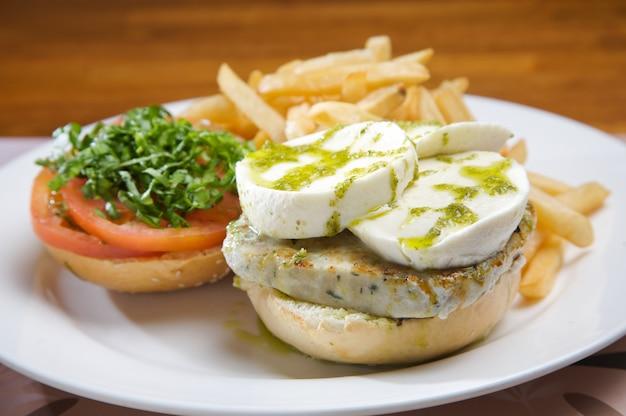 Burger de dinde au fromage de chèvre et à l'huile d'olive