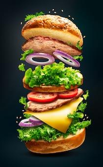 Burger flottant isolé