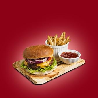 Burger fraîchement préparé avec fromage fondu, oignons, tomates et garniture de laitue