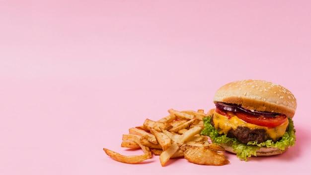 Burger et frites avec espace de copie