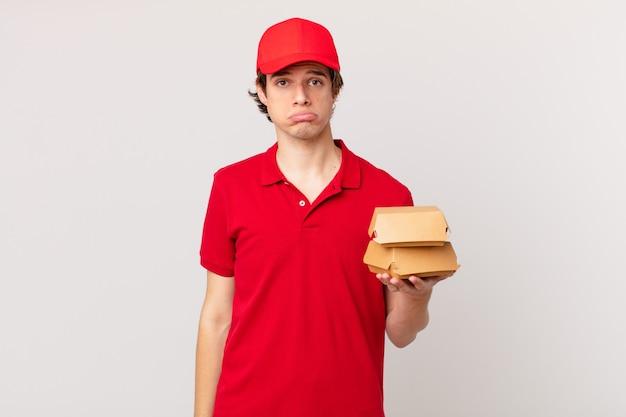 Burger livre l'homme se sentant triste et pleurnichard avec un regard malheureux et pleurant