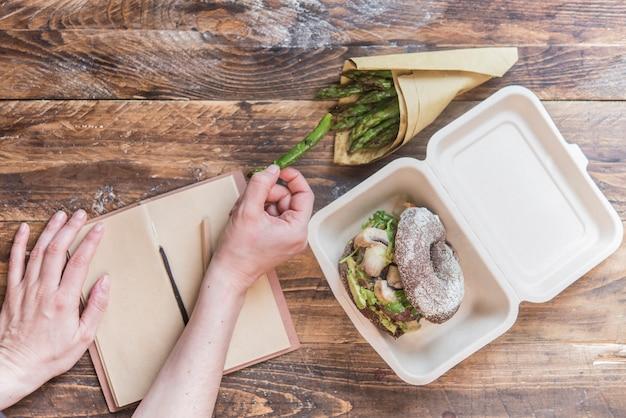 Burger sain et emballage zéro déchet