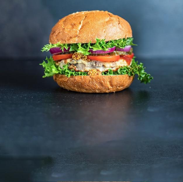 Burger sandwich viande escalope grillée maison