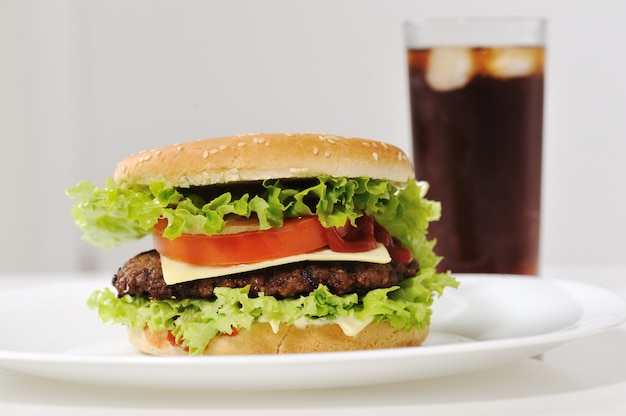 Burger et soda au cola
