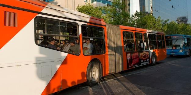 Bus dans la rue, santiago, région métropolitaine de santiago, chili
