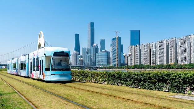 Bus touristique de guangzhou en train léger sur rail