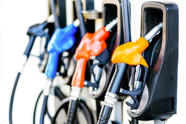 Buses de remplissage de pompe à essence coloré