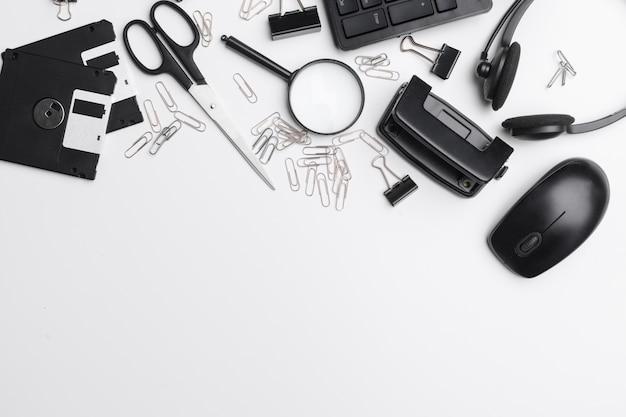Business, éducation, bureau nature morte concept. accessoires, fournitures, papeterie