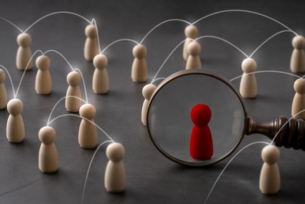 Business & hr global puzzle bois concept pour le leadership et l'équipe avec cheville poupée et main