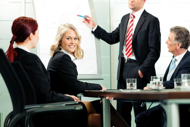 Business - présentation en réunion d'équipe