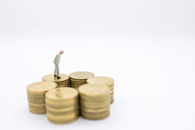 Business, sécurité, retraite et concept d'épargne.