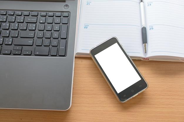 Business table de travail avec le smartphone portable et organisant