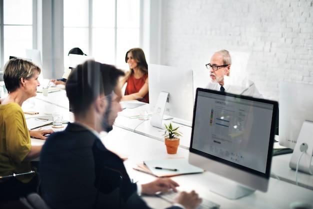 Business team nous contacter helpdesk internet concept