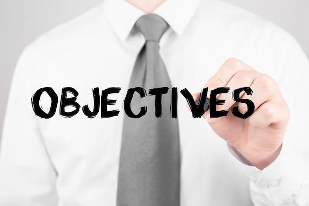Businessman écrit mot objectifs avec marqueur, concept d'entreprise