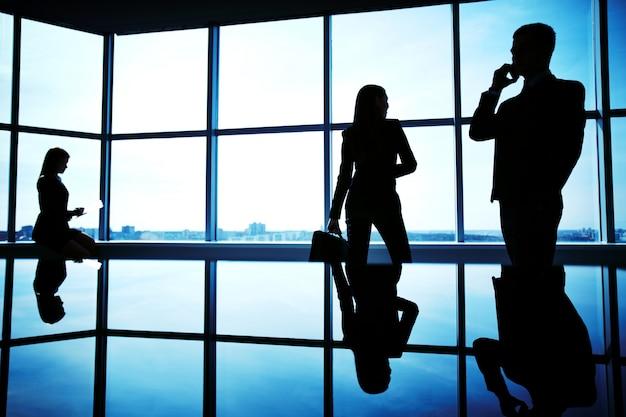 Businesspeople avant une réunion