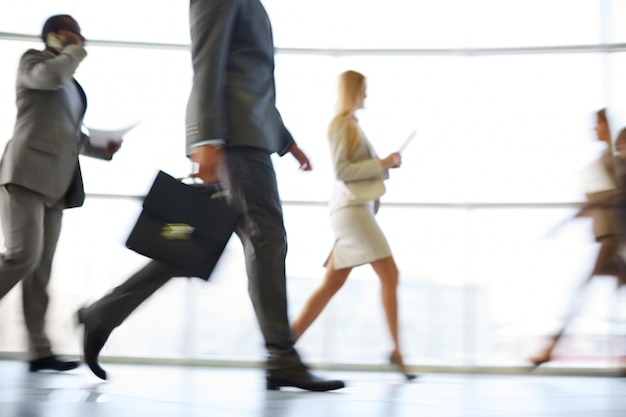 Businesspeople en mouvement