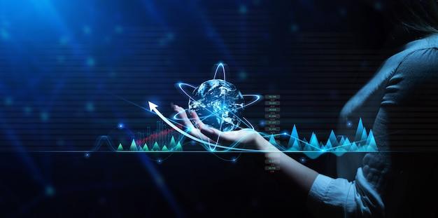 Businesswoman holding globe avec connexion réseau et échanges de données graphiques réseau d'affaires